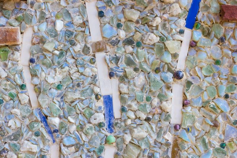 Kleurrijke mozaïek abstracte die achtergrond van gebroken glas wordt gemaakt en cer royalty-vrije stock afbeelding