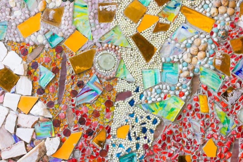 Kleurrijke mozaïek abstracte die achtergrond van gebroken glas wordt gemaakt en cer stock fotografie
