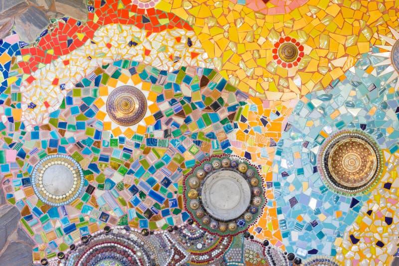 Kleurrijke mozaïek abstracte die achtergrond van gebroken glas wordt gemaakt en cer stock afbeeldingen