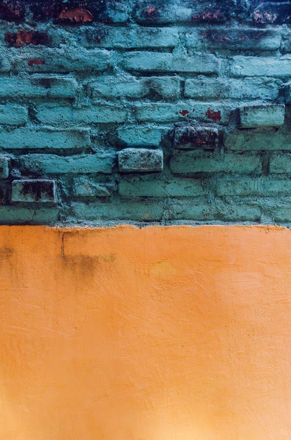 Kleurrijke Muur en bakstenenachtergrond royalty-vrije stock fotografie