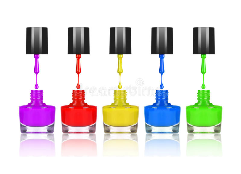 Kleurrijke nagellakken die van borstel in fles druipen stock afbeelding