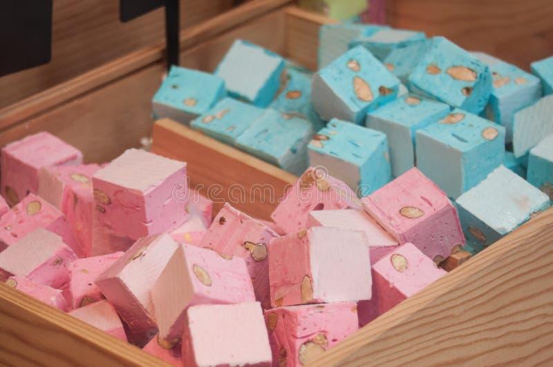 Kleurrijke nogakubussen in traditionele bakkerij royalty-vrije stock afbeelding