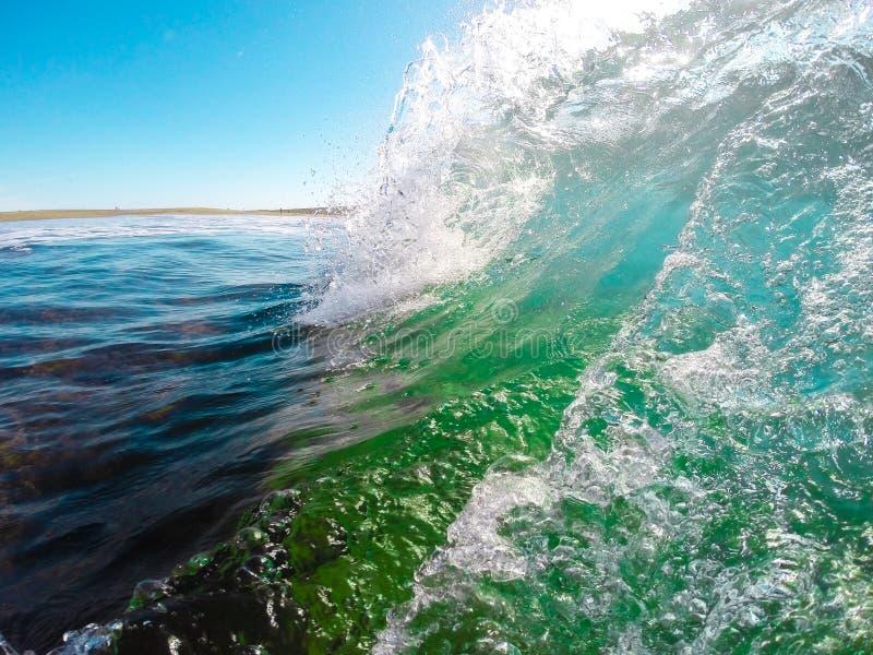 Kleurrijke Oceaangolf Zeewater in kamvorm royalty-vrije stock afbeeldingen