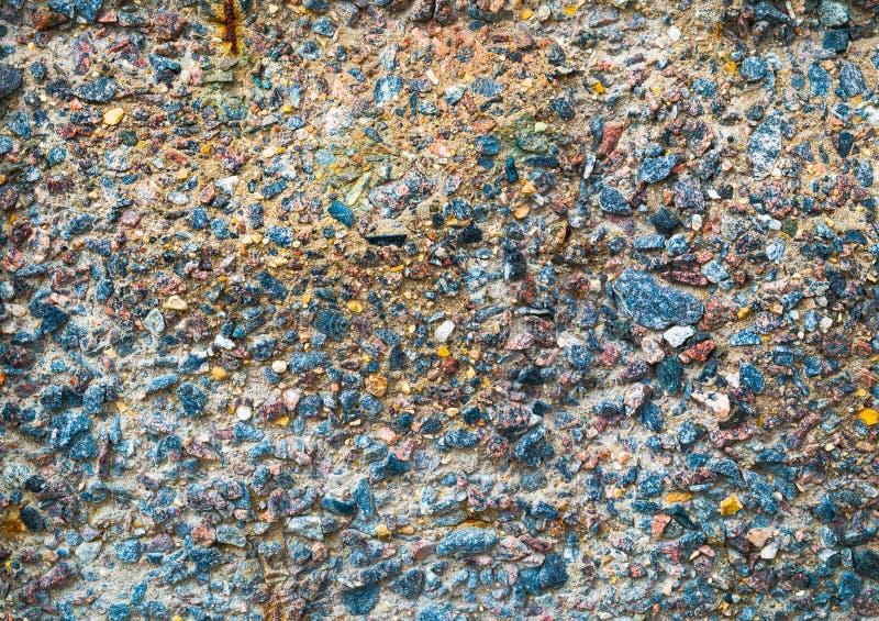 Kleurrijke oppervlakte van het instorten, corrosieve concrete muur Textuur, oude plaatachtergrond royalty-vrije stock afbeeldingen