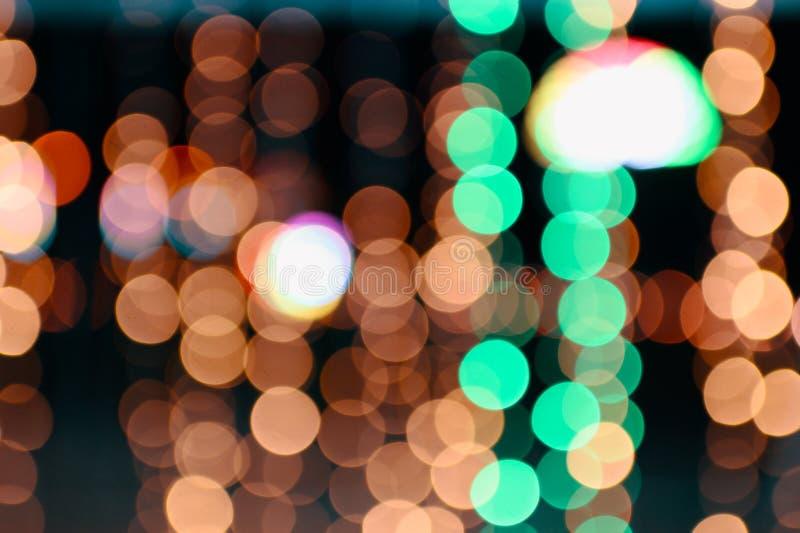 Kleurrijke oranje en groene bokeh defocused op achtergrond stock foto's