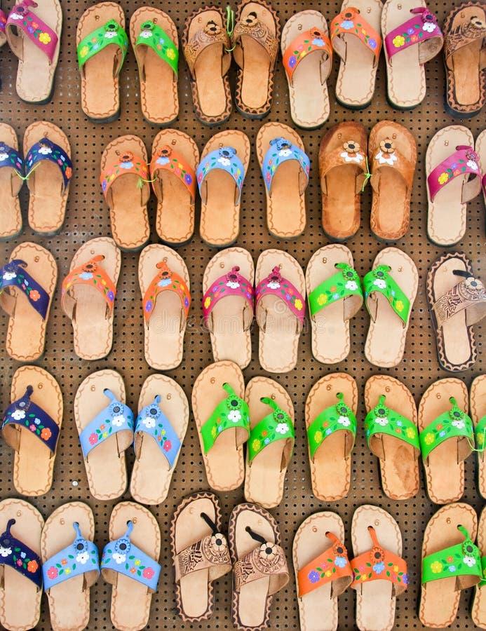 Kleurrijke Pantoffels voor Verkoop royalty-vrije stock afbeelding