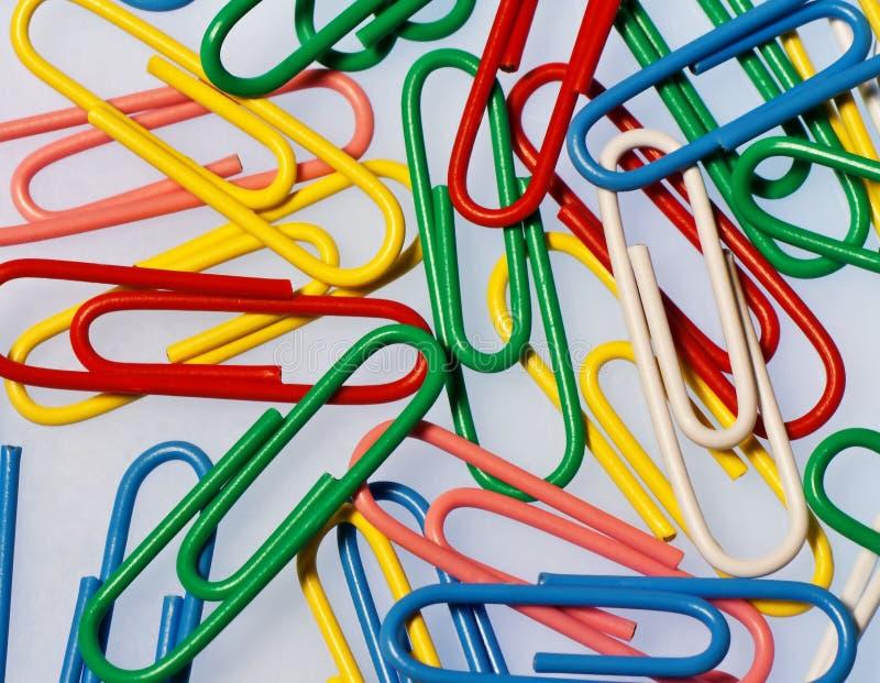 Kleurrijke Paperclippen royalty-vrije stock afbeelding