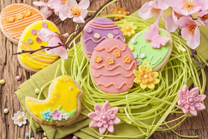 Kleurrijke Pasen koekjes stock afbeelding