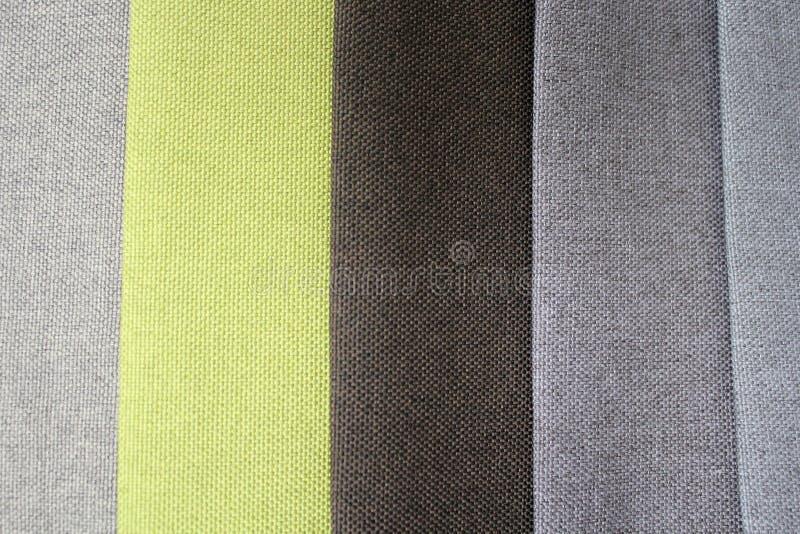 Kleurrijke patronen van stofferingsstof Close-up van steekproeven van meubilairstof Multicolored zachte textiel De meubilairindus royalty-vrije stock foto's