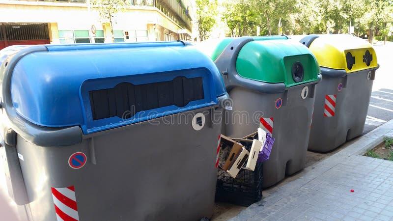 Kleurrijke plastic containers in Barcelona stock fotografie