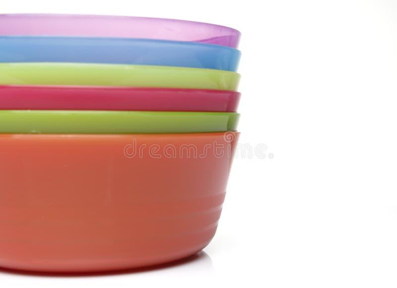Kleurrijke plastic kommen stock fotografie