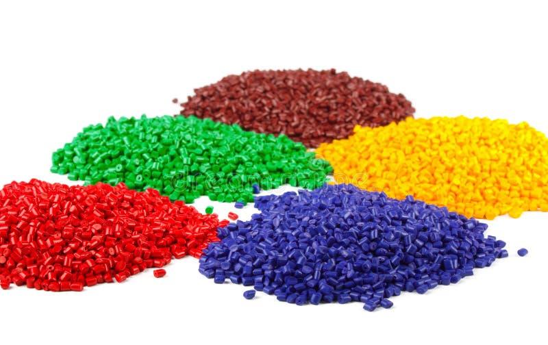 Kleurrijke plastic korrels stock afbeeldingen
