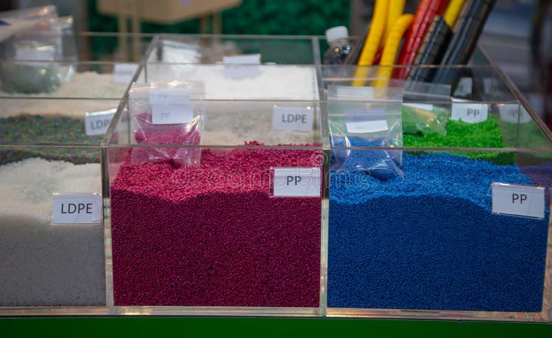 Kleurrijke plastic korrels royalty-vrije stock foto
