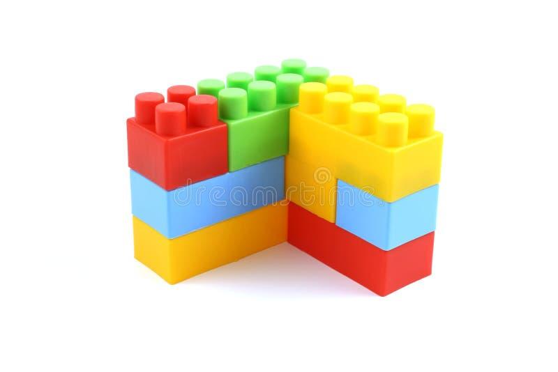 Kleurrijke plastic stuk speelgoed baksteenconstructie royalty-vrije stock foto's