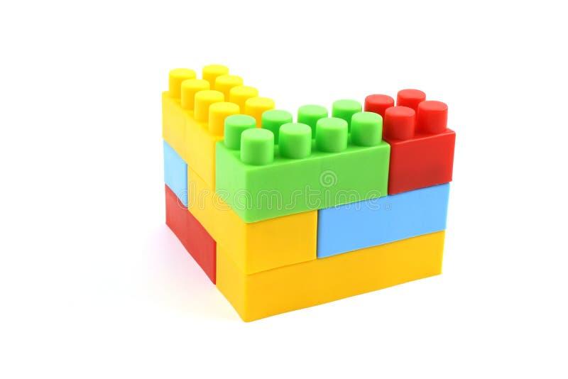 Kleurrijke plastic stuk speelgoed baksteenconstructie stock afbeelding