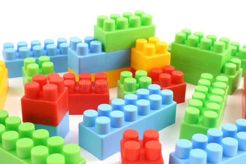 Kleurrijke plastic stuk speelgoed bakstenen royalty-vrije stock foto's