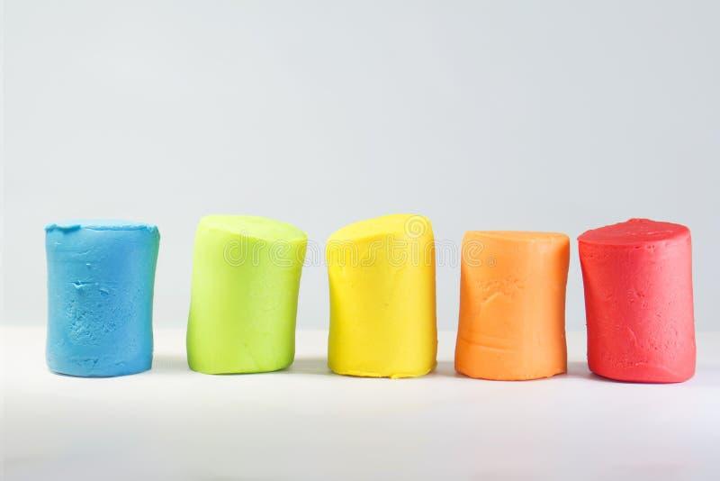 Kleurrijke plasticine decoratieve achtergrond voor jonge geitjes stock foto