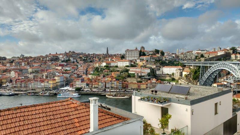 Kleurrijke Porto mening stock afbeeldingen