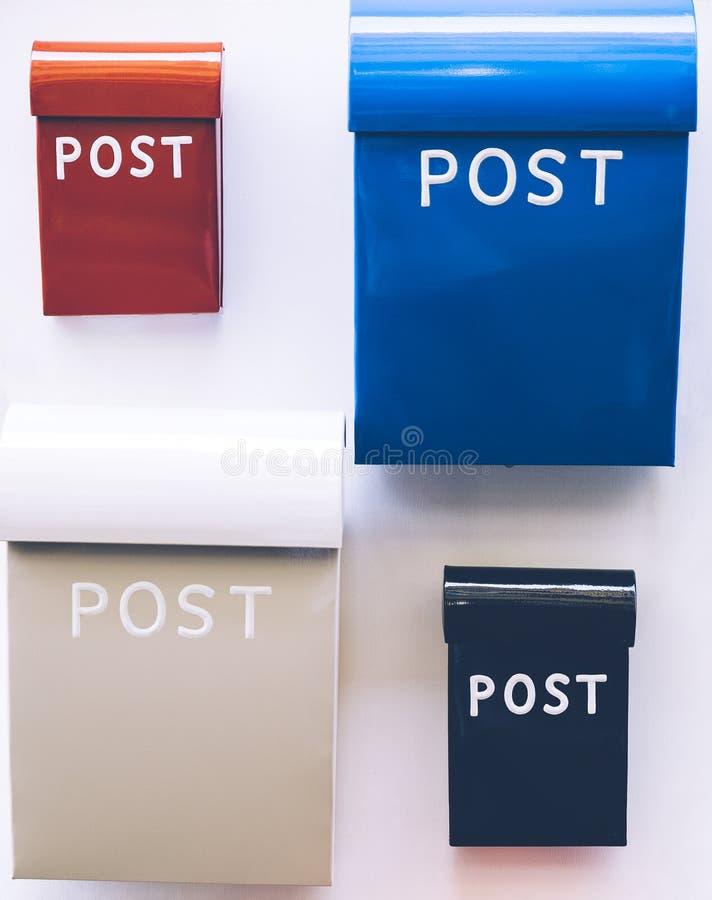 Kleurrijke postdozen stock fotografie