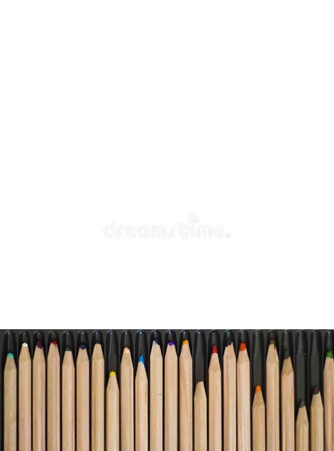 Kleurrijke potloden op witte achtergrond met exemplaarruimte stock foto