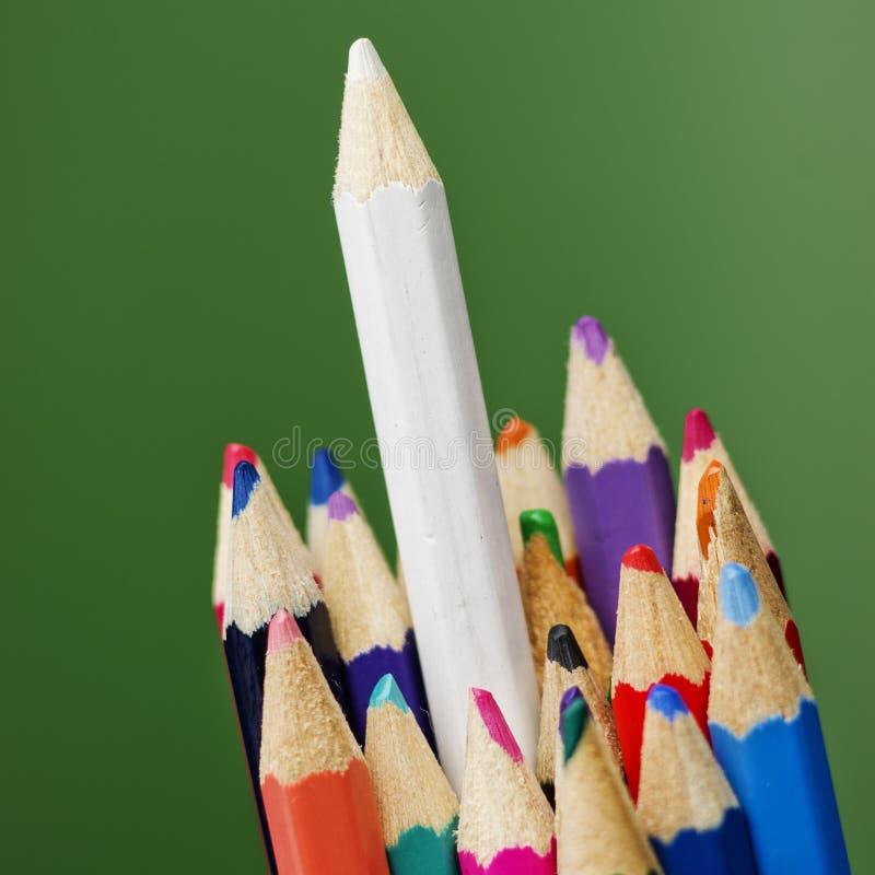 Kleurrijke potloodkleurpotloden, terug naar Schoolconcept stock foto's