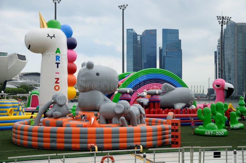 Kleurrijke reuzeballons bij de kunst-Dierentuin van Singapore gebeurtenis stock foto's