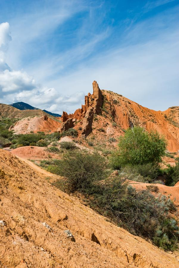Kleurrijke rotsvormingen in Sprookjecanion, Kyrgyzstan royalty-vrije stock afbeeldingen