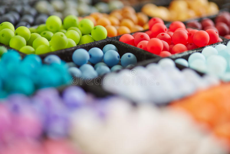 Kleurrijke selectie van parels stock afbeeldingen