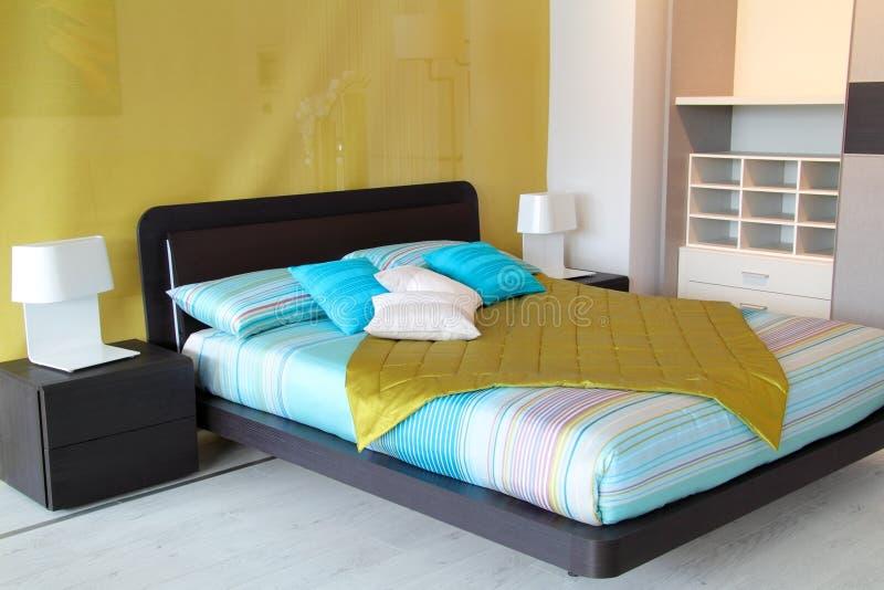 Kleurrijke slaapkamer royalty-vrije stock afbeelding