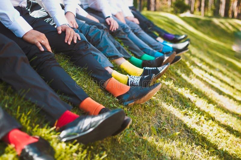 Kleurrijke sokken van groomsmen royalty-vrije stock foto