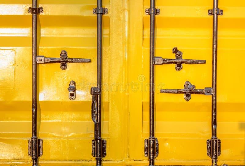 Kleurrijke stapel van container het verschepen stock afbeeldingen