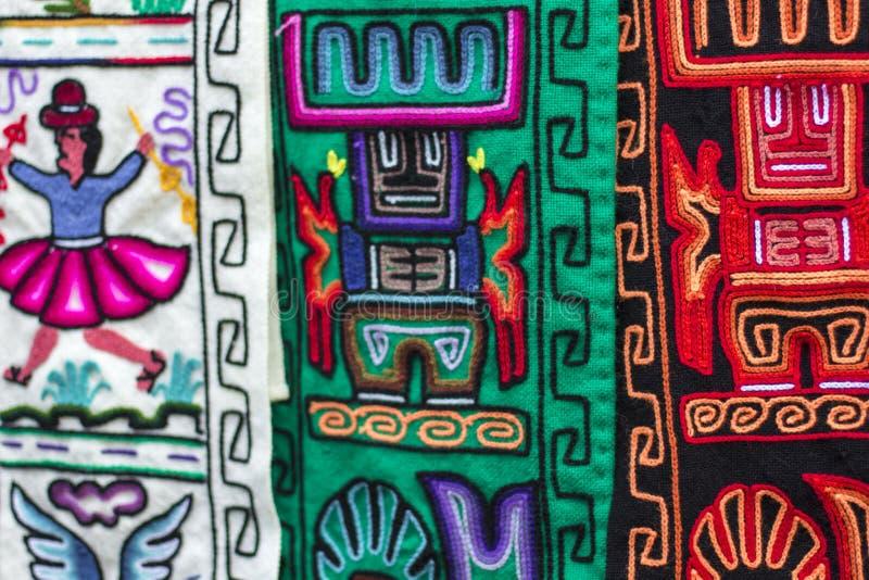 Kleurrijke Stof bij markt in Peru, Zuid-Amerika stock foto's