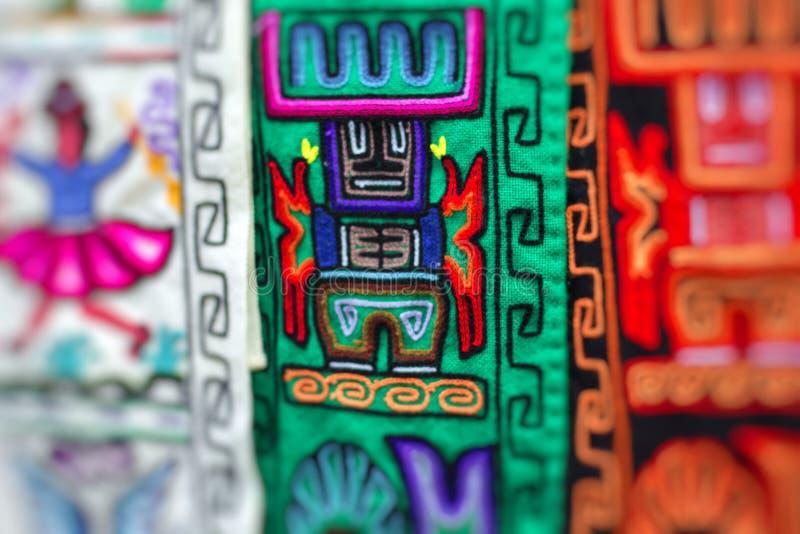 Kleurrijke Stof bij markt in Peru, Zuid-Amerika stock afbeelding