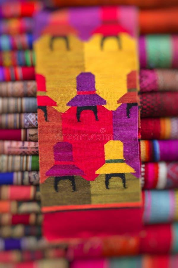 Kleurrijke Stof bij markt in Peru, Zuid-Amerika royalty-vrije stock foto