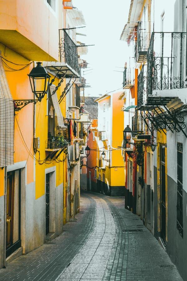 Kleurrijke straat in het historische centrum van Villajoyosa, Spanje royalty-vrije stock foto's