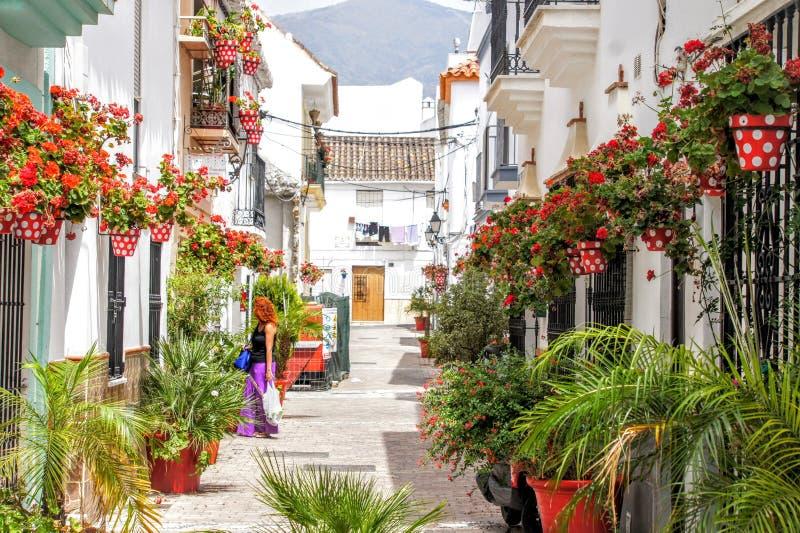 Kleurrijke straat oude stad Estepona royalty-vrije stock foto