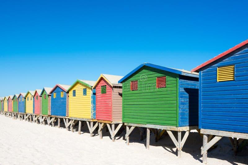 Kleurrijke strandhuizen in Cape Town stock afbeelding