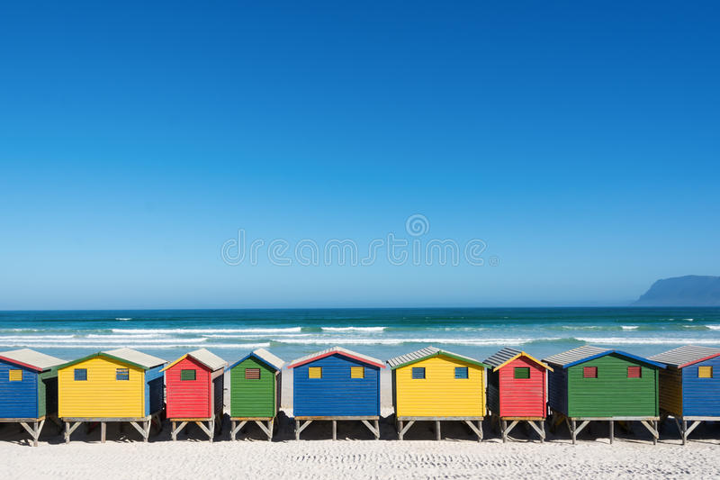 Kleurrijke strandhuizen in Cape Town stock foto