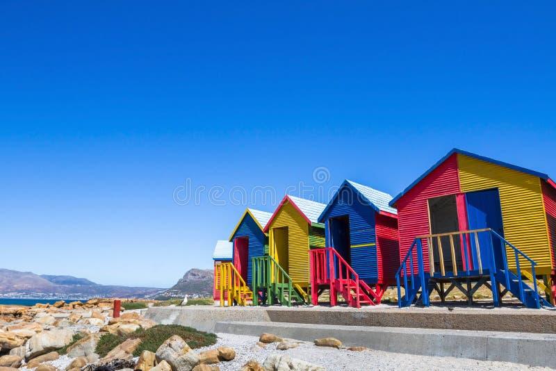 Kleurrijke strandhuizen in Cape Town, Zuid-Afrika stock afbeeldingen