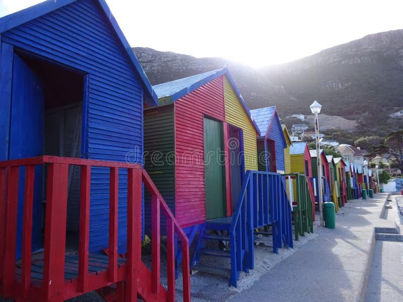 Kleurrijke strandhuizen in Muizenberg, Cape Town, Westelijke Kaap, Zuid-Afrika stock afbeeldingen