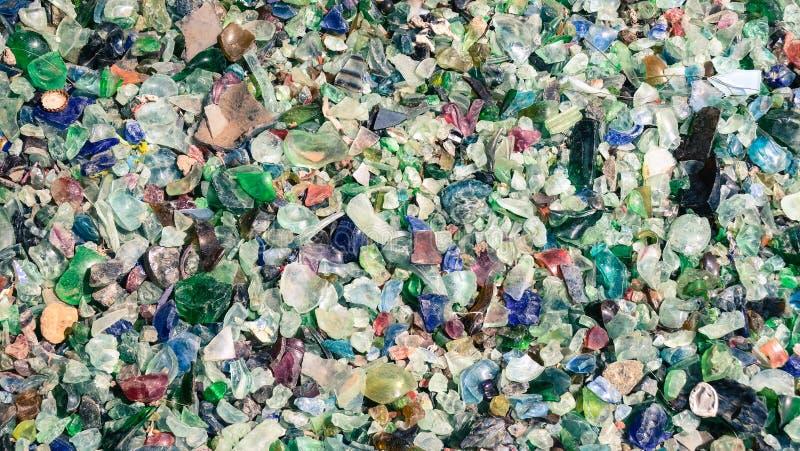 Kleurrijke stukken gebroken glasparels stock foto