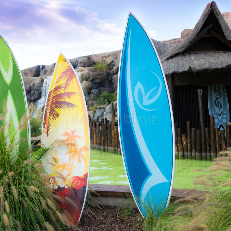 kleurrijke surfplanken stock fotografie