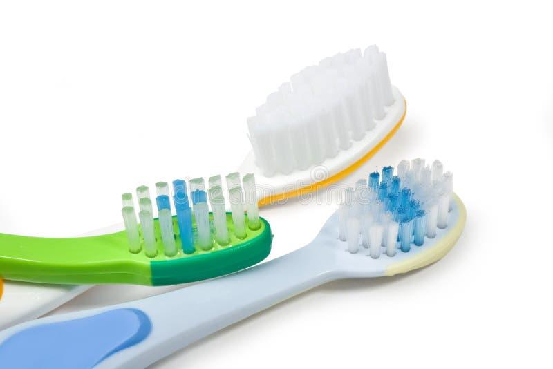 Kleurrijke tandenborstels stock afbeelding
