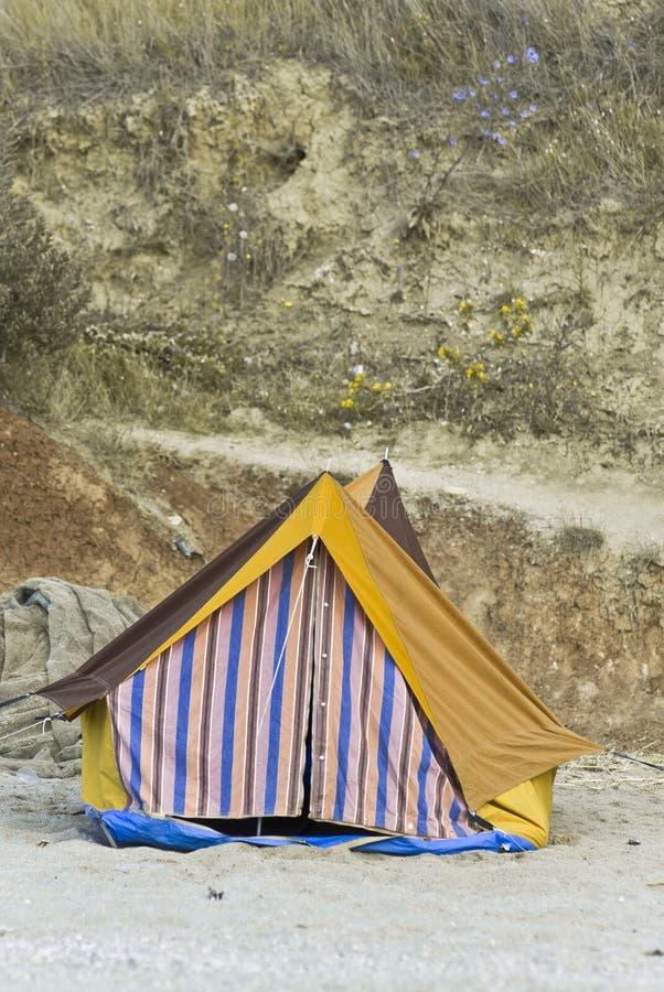 Kleurrijke tent op strand royalty-vrije stock foto's