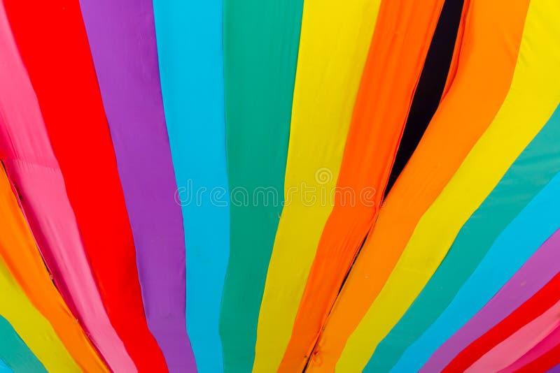 Kleurrijke textiel, de lijn kleurrijke achtergrond van de kleuren levendige strook royalty-vrije stock foto's