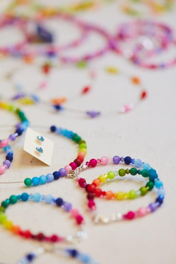 Kleurrijke toebehoren in juwelen royalty-vrije stock foto