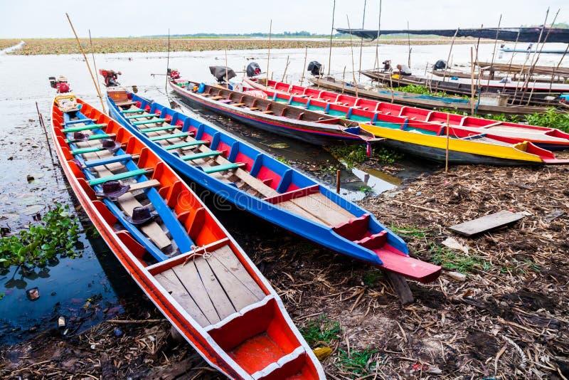 Kleurrijke Traditionele Uitstekende boten in Thailand royalty-vrije stock afbeelding
