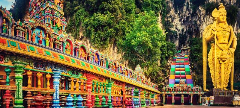Kleurrijke treden van Batu-holen, Maleisië Panorama stock foto