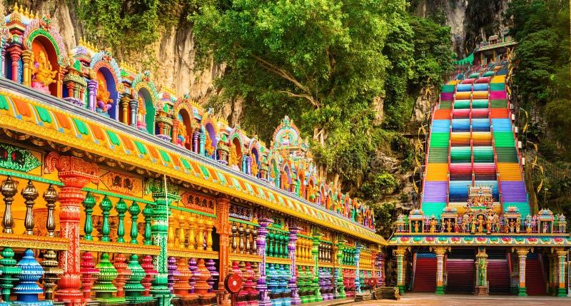 Kleurrijke treden van Batu-holen, Maleisië Panorama stock afbeelding