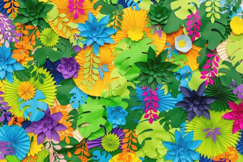 Kleurrijke tropische document bloemachtergrond multicolored Bloemen en bladeren van document worden gemaakt dat royalty-vrije stock afbeelding